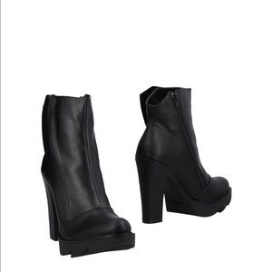 Italian black leather  chunky heel booties 2018